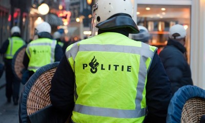 800px-Flickr_-_NewsPhoto_-_Politie_charges_in_Amsterdam