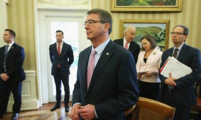 epa05243864 US Defense Secretary Ash Carter (C) listens to US President Barack Obama speak during a meeting with NATO Secretary General Jens Stoltenberg in the Oval Office at the White House in Washington, DC, USA, 04 April 2016. Obama and Stoltenberg discussed how NATO could assist in training troops to fight ISIS.  EPA/Mark Wilson / POOL AFP OUT