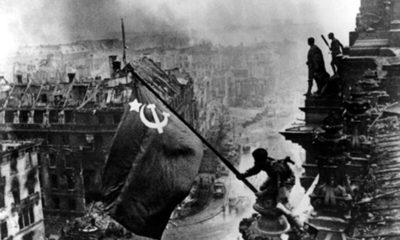 berlin_27-raising-a-flag-over-the-reichstag-yevgeny-khaldei