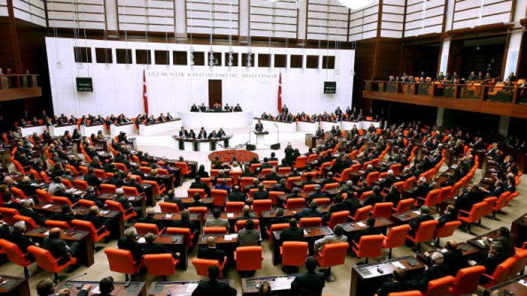ANKARA, TURKEY - APRIL 6:   (TURKEY OUT)  U.S. President Barack Obama addresses the Turkish parliament April 6, 2009 in Ankara, Turkey. Obama is on the last leg of an eight-day trip to Europe, his first as U.S. president. (Photo by Getty Images)