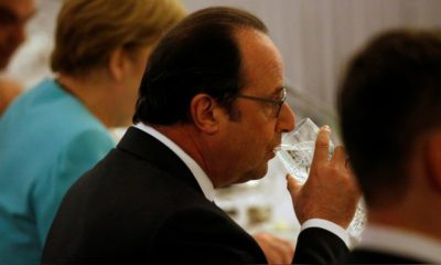 France's President Francois Hollande takes part in a NATO Summit working dinner at the Presidential Palace in Warsaw, Poland July 8, 2016. REUTERS/Jonathan Ernst - RTX2KEI5