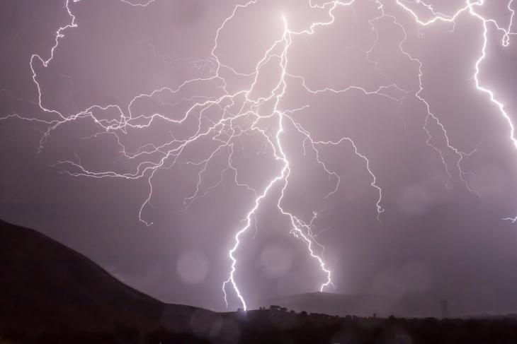 1488395834-lightning-399853-960-720