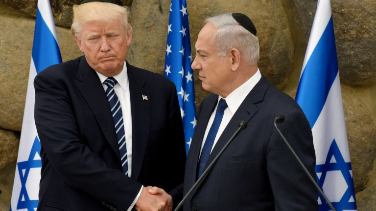 epa05983540 US President Donald Trump (L) and Israeli President Benjamin Netanyahu (R) shake hands, during a visit to the Yad Vashem Holocaust Memorial museum, commemorating the six million Jews killed by the Nazis during World War II, Jerusalem, May 23, 2017, President Trump and his contingent are in Israel for a 28-hour visit to Israel and the Palestinian Authority areas on his first foreign trip since taking office in January.  EPA/DEBBIE HILL / POOL