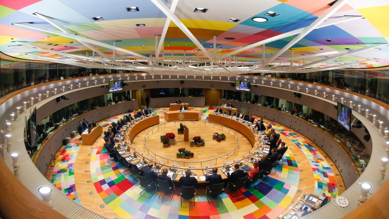 epaselect epa06389546 A general view at the start of the European Council meeting in Brussels in Brussels, Belgium, 14 December 2017. EU leaders gather to discuss the most compelling matters in terms of migration, defense foreign affairs, education, culture, social issues and 'Brexit' negotiations.  EPA/JULIEN WARNAND / POOL