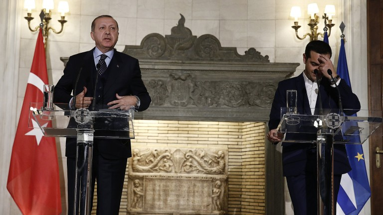 epa06374173 Greek Prime Minister Alexis Tsipras (R) addresses reporters next to Turkish President Recep Tayyip Erdogan (L), during a press conference at Maximos Mansion, in Athens, Greece, 07 December 2017. The  Turkish President is on a two-day visit to Greece.  EPA/ALEXANDROS VLACHOS