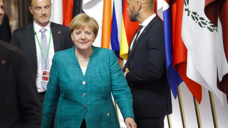 epa06849056 Germany's Chancellor Angela Merkel walks at the end of a night of negotiation on migration during an European Council summit in Brussels, Belgium, 29 June 2018. EU countries' leaders met on 28 and 29 June for a summit to discuss migration in general, the installation of asylum-seeker processing centers in northern Africa, and other security- and economy-related topics including Brexit.  EPA/OLIVIER HOSLET