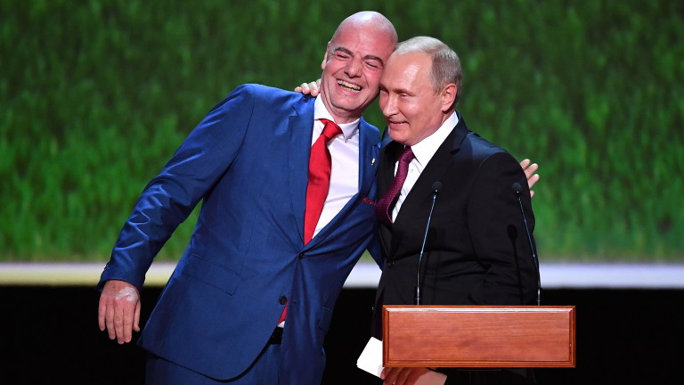 epa06889353 FIFA President Gianni Infantino (L) hugs Russian President Vladimir Putin (R)  before a gala concert of world opera stars at the State Academic Bolshoi Theatre in Moscow, Russia, 14 July 2018. The concert takes place on the eve of the final match of the 2018 FIFA World Cup.  EPA/YURI KADOBNOV/POOL