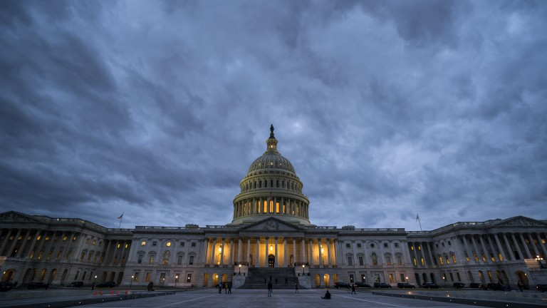 epaselect epa06462343 Dusk falls on the US Capitol as lawmakers work to end the government shutdown in the US Capitol in Washington, DC, USA, 21 January 2018. The shutdown began at midnight on 20 January; the Senate hopes to vote in the early morning hours of 22 January to allow the government to reopen.  EPA/JIM LO SCALZO