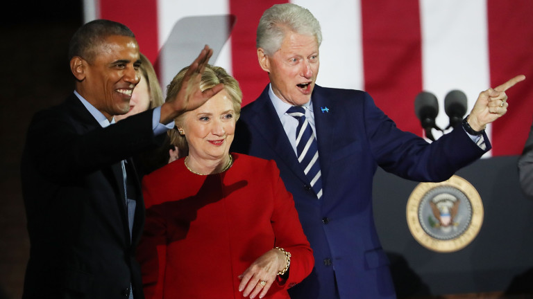 PHILADELPHIA, PA - NOVEMBER 07:  Hillary Clinton stands with President Barack Obama and former President Bill Clinton during an election eve rally on November 7, 2016 in Philadelphia, Pennsylvania. As the historic race for the presidency of the United States comes to a conclusion, both Clinton and her rival Donald Trump are making their last appearances before voting begins tomorrow.  (Photo by Spencer Platt/Getty Images)