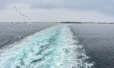 korab-se-sblaska-ogromno-morsko-372