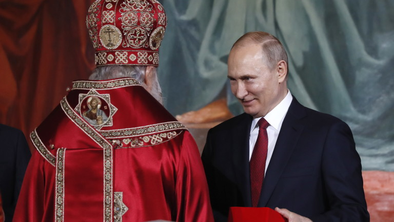 epa07533141 Patriarch Kirill (L) of Moscow and All Russia greets Russian President Vladimir Putin (R) as they congratulate each other during the Orthodox Easter holiday service at the Christ the Savior Cathedral in Moscow, Russia, 28 April 2019.  EPA/YURI KOCHETKOV
