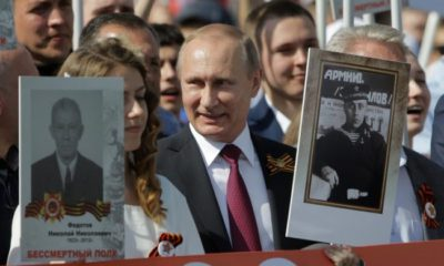 """Путин-се-включи-в-шествието-""""Безсмъртния-полк""""-в-Москва-650x418"""
