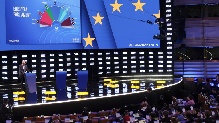 epa07603692 A first projections of seats at European Parliament based on 11 countries displayed in the hemicycle of European Parliament transformed into a giant TV studio, in Brussels, Belgium, 26 May 2019. The European Parliament election is held by member countries of the European Union (EU) from 23 to 26 May 2019. A special electoral evening will take place on 26 at Parliament.  EPA/OLIVIER HOSLET