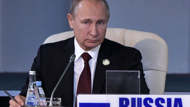 epa06913536 Russian President Vladimir Putin attends a meeting of BRICS leaders with delegation heads from invited states on the sidelines of the BRICS (Brazil, Russia, India, China and South Africa) summit in Johannesburg, South Africa, 27 July 2018. The summit is held over three days between 25 and 27 July.  EPA/ALEXEY NIKOLSKY / SPUTNIK / KREMLIN POOL MANDATORY CREDIT