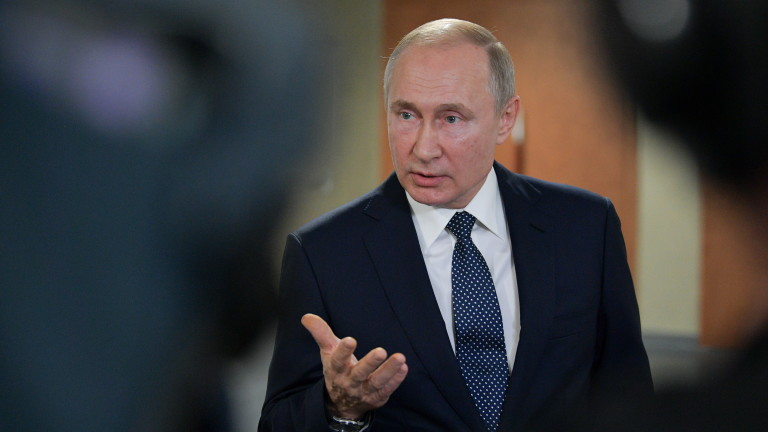 epa07705456 Russian President Vladimir Putin talks to the media during the Global Manufacturing & Industrialisation Summit (GMIS) at the Yekaterinburg Expo international exhibition centre in Yekaterinburg, Russia, 09 July 2019.  EPA/ALEXEI DRUZHININ / SPUTNIK / KREMLIN POOL / POOL