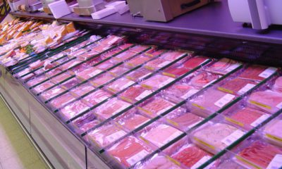 shtand-s-meso-v-supermarket
