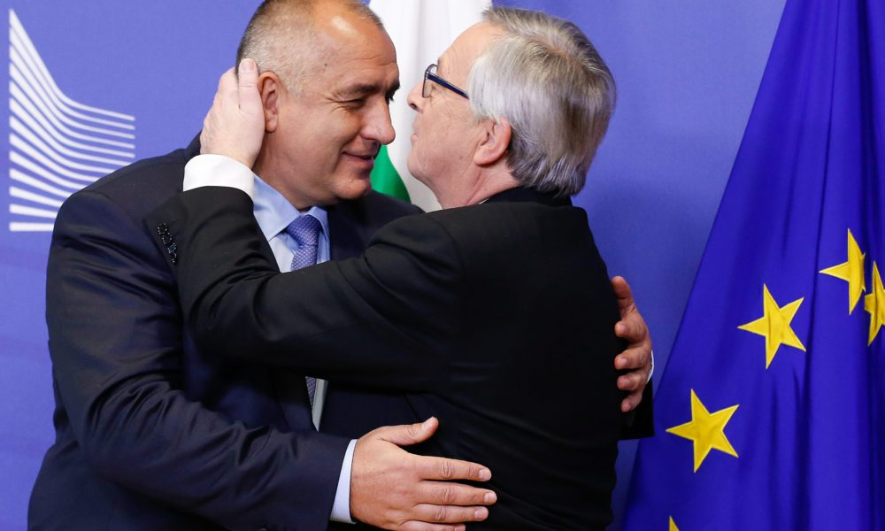 epa04514288 Prime Minister of Bulgaria Boyko Borisov (L) is welcomed by EU Commission President Jean-Claude Juncker (R) at the EU Commission headquarters in Brussels, Belgium, 04 December 2014. Borisov has several meetings with EU institution leaders.  EPA/JULIEN WARNAND
