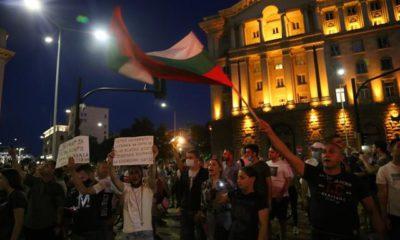 brutalno-policeisko-nasilie-na-snoshtnia-protest-kadrite-sa-potresavashti-video-1