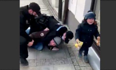 policai-s-brutalen-arest-na-maj-bez-maska-pred-ochite-na-deteto-mu-video-1