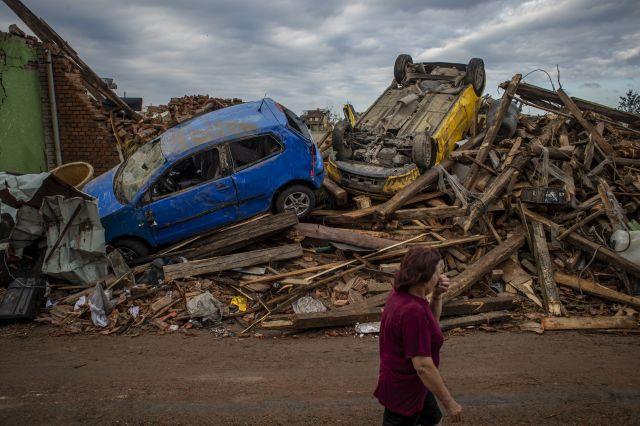 opustoshitelno-tornado-v-chehia-jertvi-i-stotici-raneni-ogromni-razrushenia-1